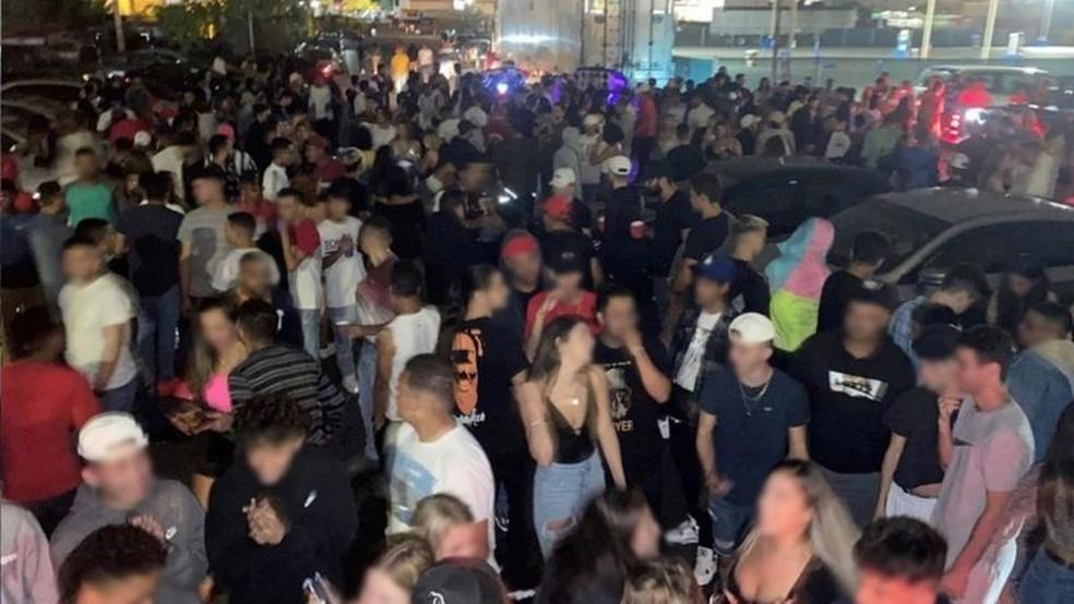 Eventos costumam ser realizados em locais distantes dos centros de cidades nos arredores de Boston — Foto: Reprodução