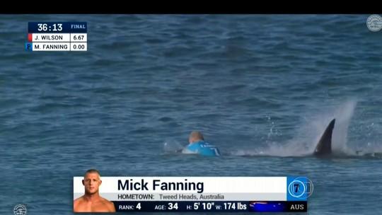 Rei em J-Bay, Mick Fanning volta ao pico do ataque de tubarão rumo ao penta
