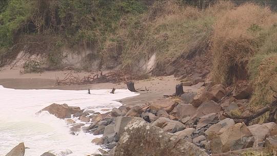 Pelo menos cinco cidades têm danos significativos com maré alta, segundo Defesa Civil de SC