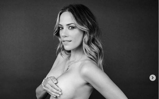 """Atriz posa de topless em meio a divórcio para mostrar resultado de cirurgia para aumentar seios: """"Livre"""""""