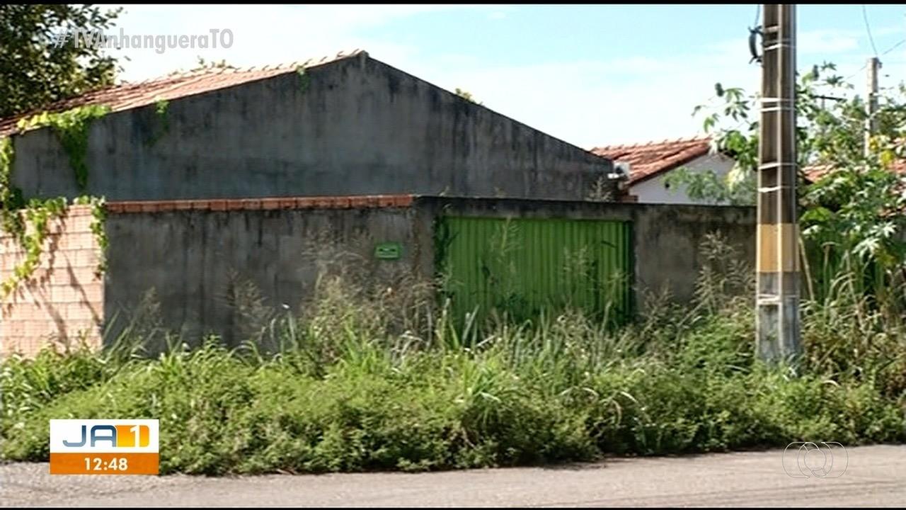Casas abandonadas em Gurupi acumulam sujeira e causam preocupação aos moradores