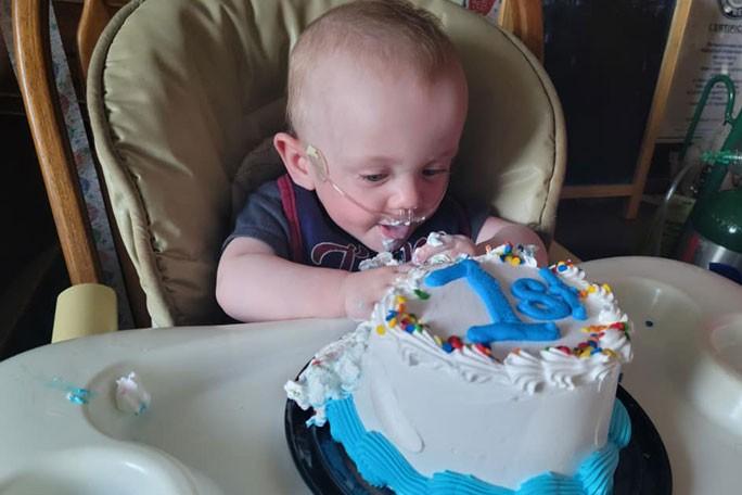 Mais jovem bebê prematuro a sobreviver no mundo comemora primeiro aniversário nos EUA