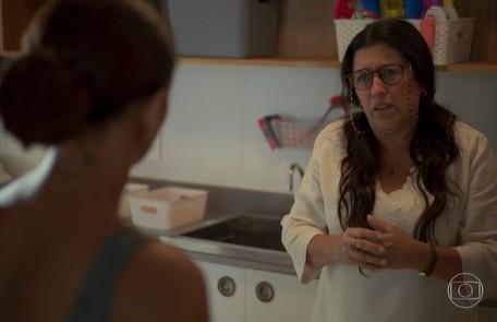 Na segunda-feira, 6, Lurdes (Regina Casé) pede demissão da casa de Vitória (Taís Araujo) Reprodução/TV Globo