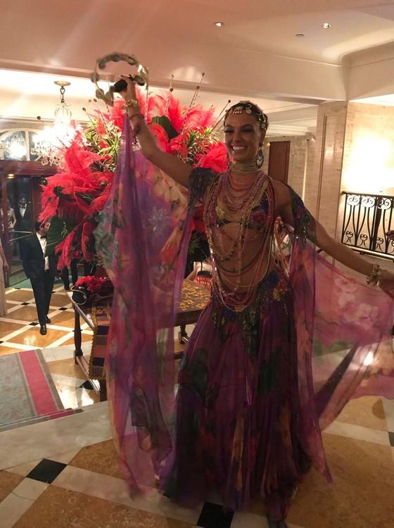 Isis Valverde incorporou uma cigana no Baile do Copacabana Palace (Foto: Divulgação)