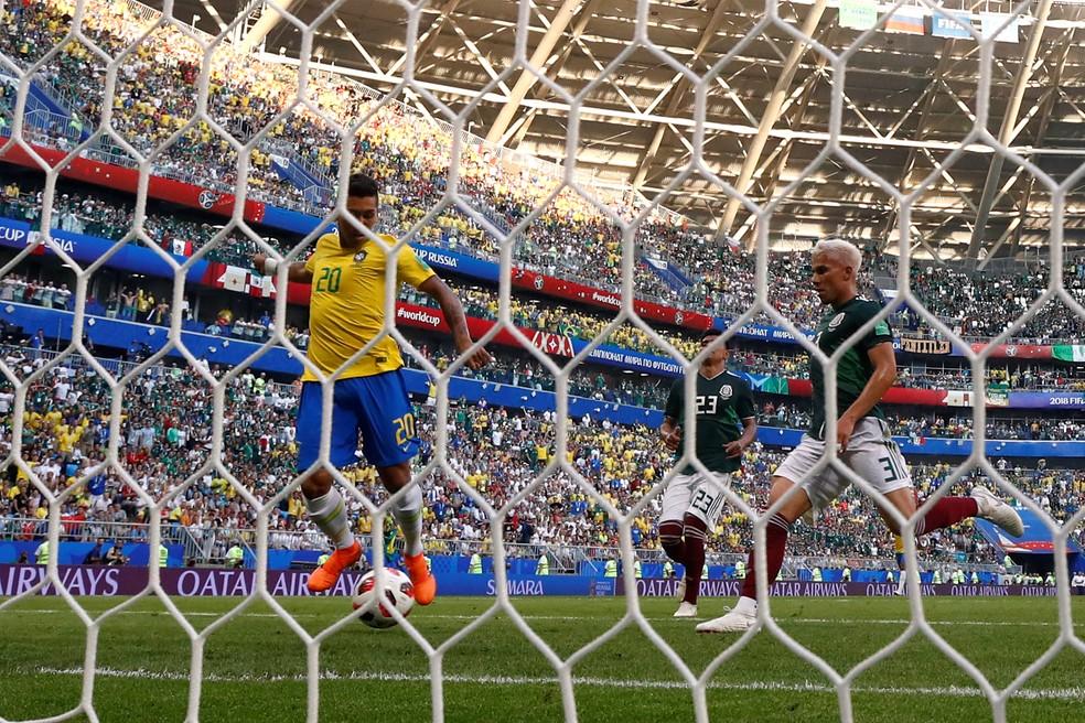 Firmino teve o gol livre para balançar a rede na vitória sobre o México (Foto: Reuters)
