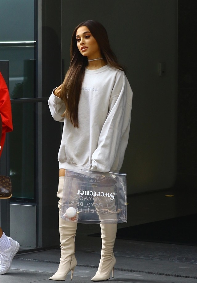 Ariana Grande e sua Hermès vintage (Foto: Backgrid)