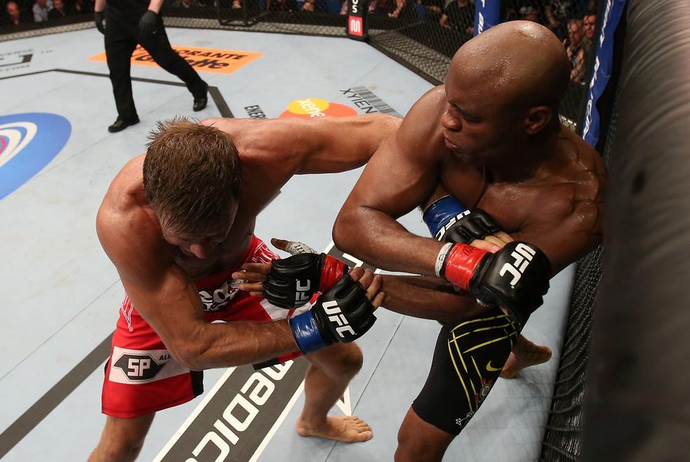 Anderson Silva pensou em se aposentar antes da luta contra Stephan Bonnar no UFC 153 — Foto: Getty Images