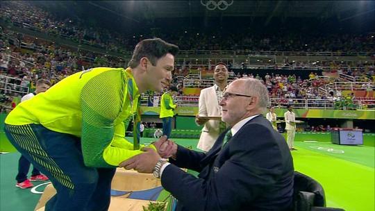 Diego Hypólito conquista a esperada medalha de prata na ginástica de solo