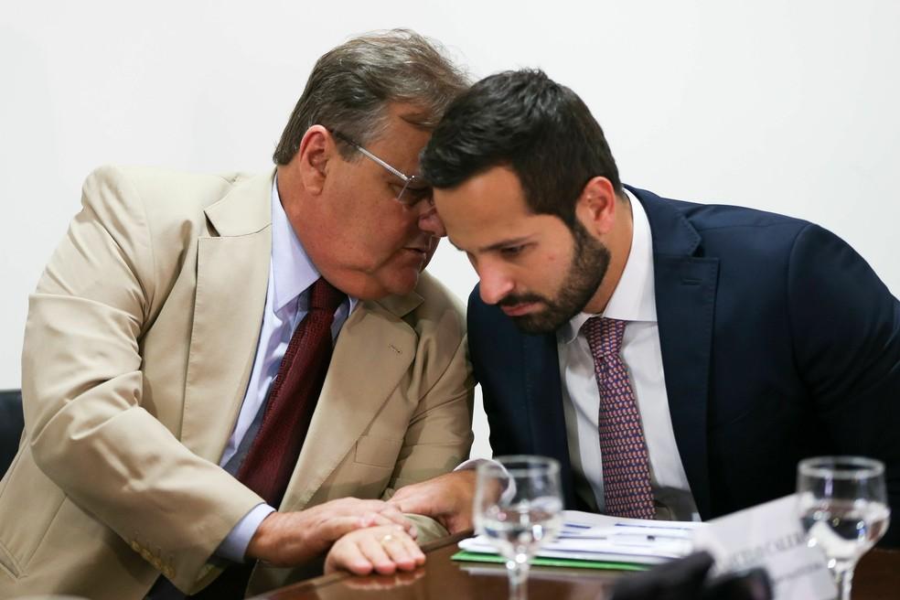 Os ex-minsitros da Secretaria de Governo Geddel Vieira Lima (esq.) e da Cultura Marcelo Calero (dir.) (Foto: Marcelo Camargo/Agência Brasil)
