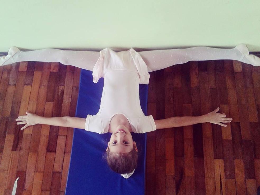 Luna Fedrigo Ferronato no início das aulas de balé em 2016, em Santo Antônio do Sudoeste — Foto: Franciele Fedrigo Ferronato/Arquivo Pessoal