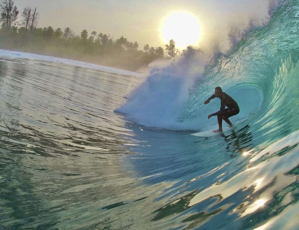 Surfe é válvula de escape para o chef Dário Costa — Foto: Arquivo pessoal