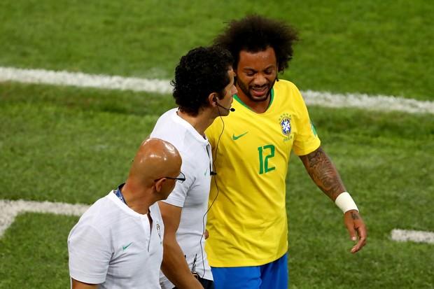 Marcelo sente lesão e sai da partida contra a Sérvia (Foto: getty images)