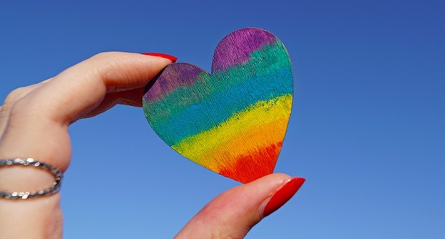 Marcas se posicionam contra projeto que veta publicidade LGBTQI+