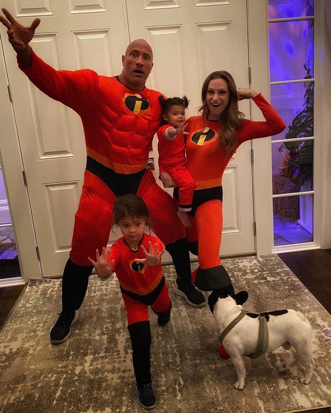 Dwayne Johnson com sua esposa, Lauren Hashian, e as duas filhas deles: Jasmine e Tiana (Foto: Reprodução / Instagram)