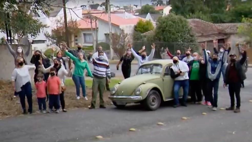 Ex-alunos se uniram para presentear professor com seu xodó. — Foto: Reprodução/RPC Curitiba