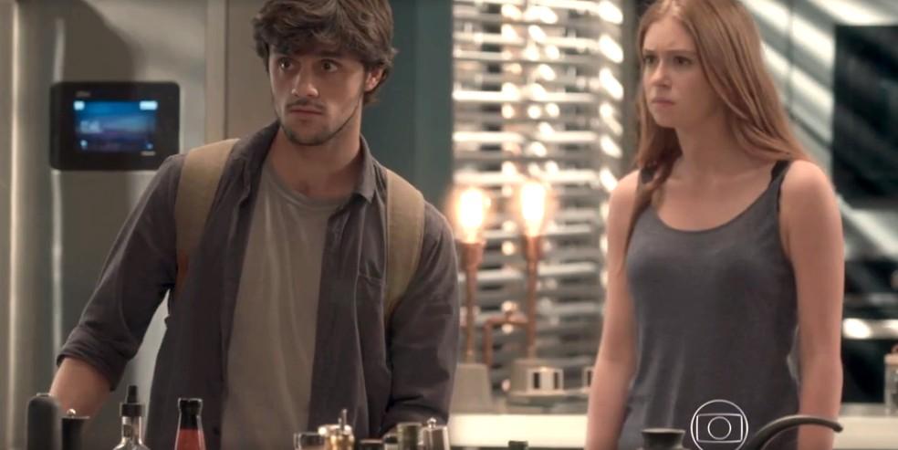Eliza reclama com Arthur, mas pede que Jonatas saia — Foto: TV Globo