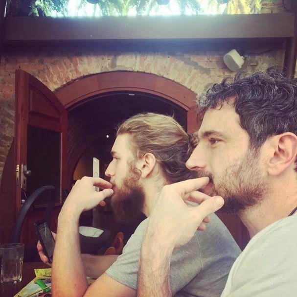 Caco Ciocler e o filho, Bruno (Foto: reprodução/Instagram)