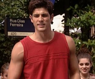 Reynaldo Gianecchini em cena como o Edu de 'Laços de família' na Rua Dias Ferreira, no Leblon | Reprodução