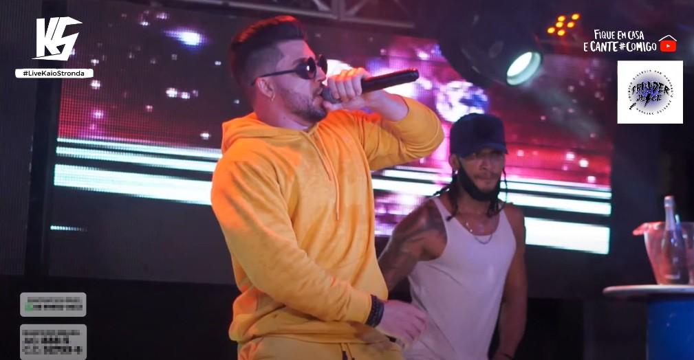 Polícia interrompe live de cantor em casa de shows após denúncia de perturbação do sossego