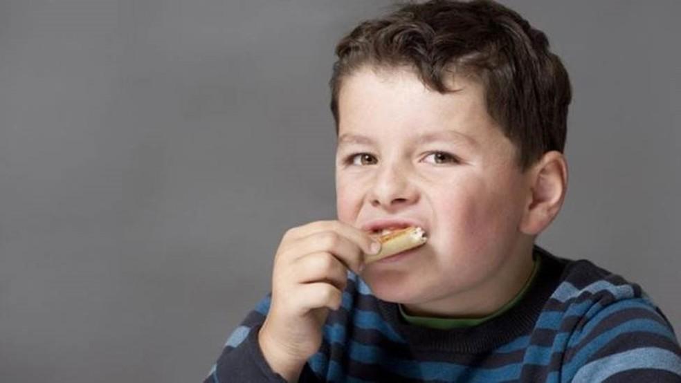 Nossas bactérias intestinais podem nos manipular para comer o que precisam - mas isso pode não ser o que nós necessitamos — Foto: Getty Images