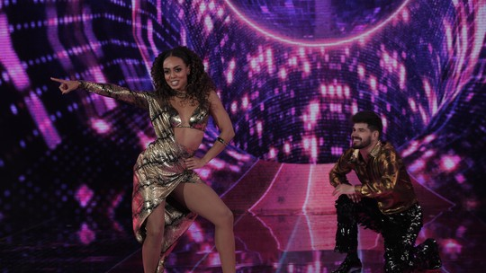Dandara Mariana recebe 10 da plateia e lidera o ranking na estreia das mulheres no 'Dança dos Famosos'