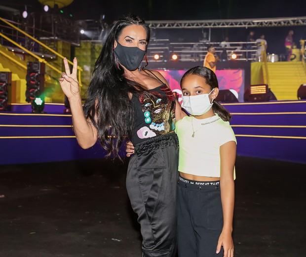Scheila Carvalho, com a filha, Giulia (Foto: Manuela Scarpa/Brazil News)