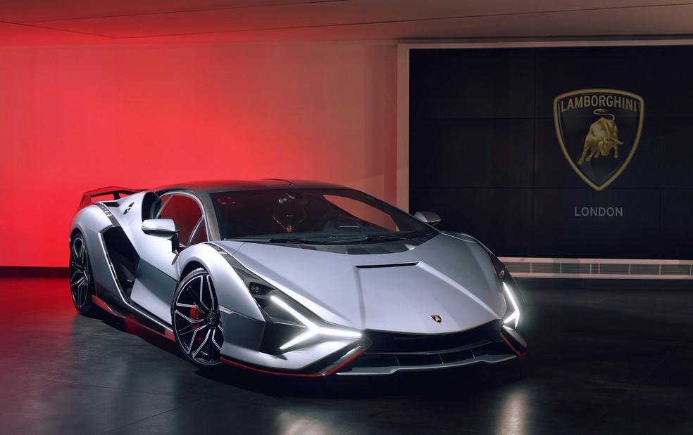 Brasileiro vai à concessionária retirar Lamborghini de R$ 20 milhões e causa tumulto em Londres