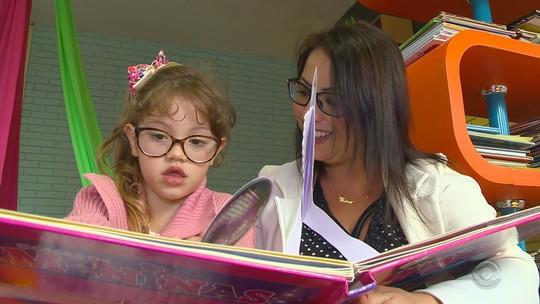 Com ajuda da comunidade, escola cria  biblioteca em creche pública de Passo Fundo