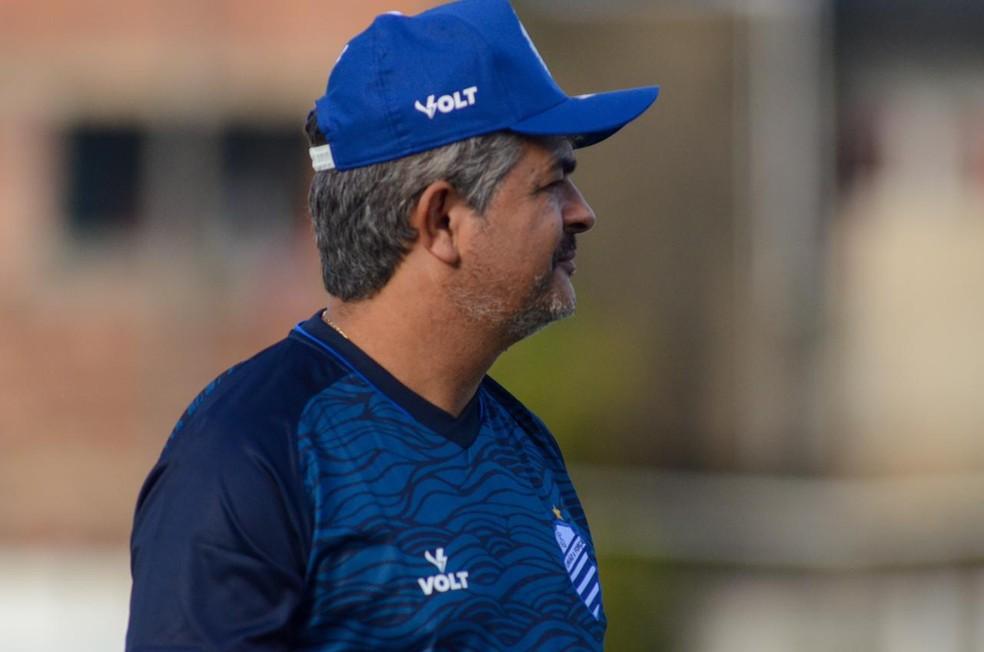 Ney Franco ainda faz ajustes táticos no time — Foto: Augusto Oliveira/Ascom CSA
