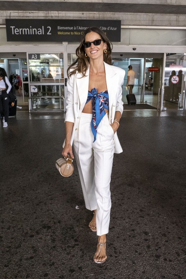 CANNES, FRANCE - JULY 06: Izabel Goulart is seen a the Nice airport as she arrive for the 74th annual Cannes Film Festival at on July 06, 2021 in Cannes, France. (Photo by Arnold Jerocki/GC Images) (Foto: GC Images)
