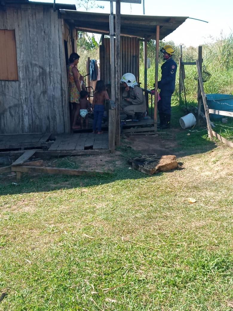 Curto-circuito em fiação causa incêndio e família perde tudo em Rio Branco; dono da casa fica ferido