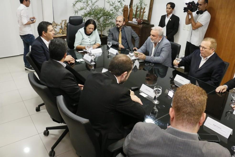 Reunião entre representantes da CPFL Renováveis e o governo do RN  — Foto: Ivanízio Ramos/Governo do RN