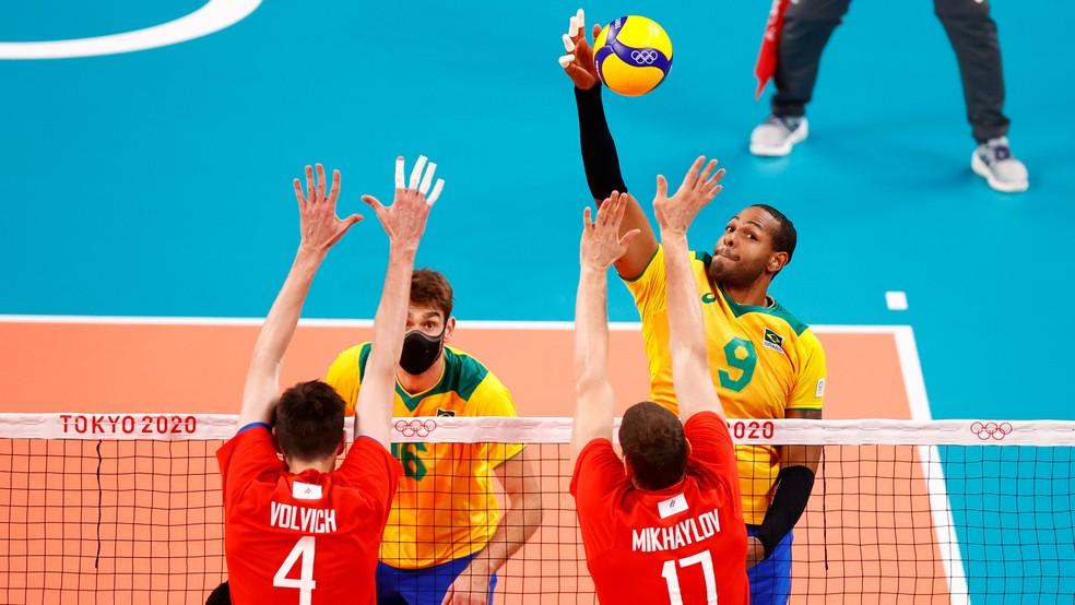 Leal tenta pontuar vôlei brasil — Foto: CARLOS GARCIA RAWLINS / REUTERS