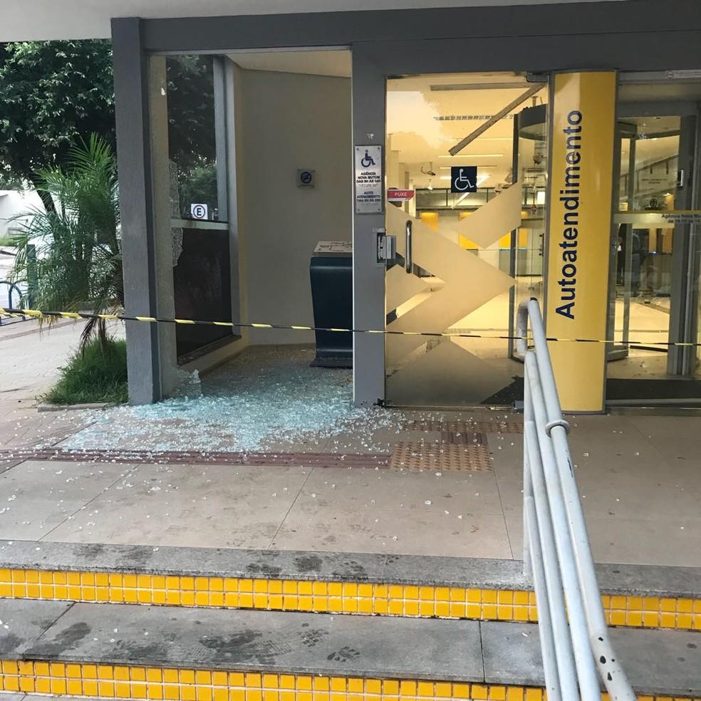 Assaltantes explodem caixas eletrônicos de duas agências em Nova Mutum (MT) (Foto: Polícia Militar de Mato Grosso)