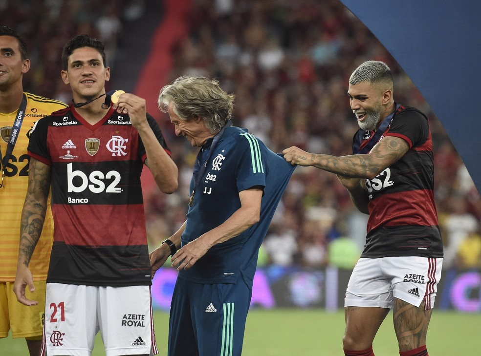 Gabigol, Jorge Jesus e Pedro em Flamengo x Independiente Del Valle — Foto: André Durão