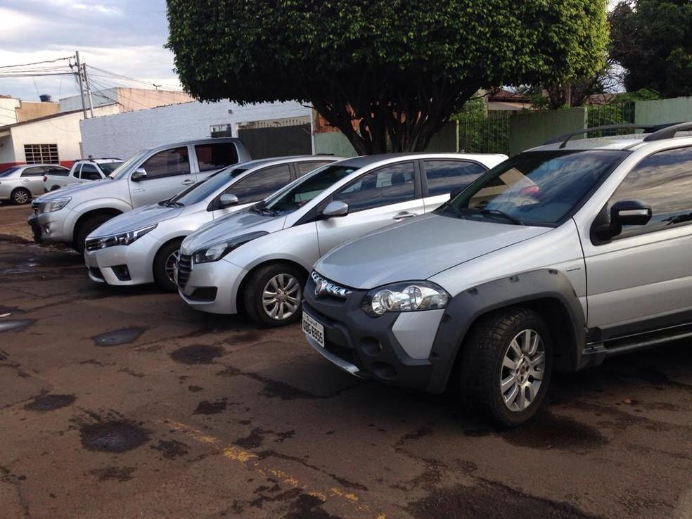 Quatro carros roubados foram recuperados em MS — Foto: Osvaldo Nóbrega/TV Morena