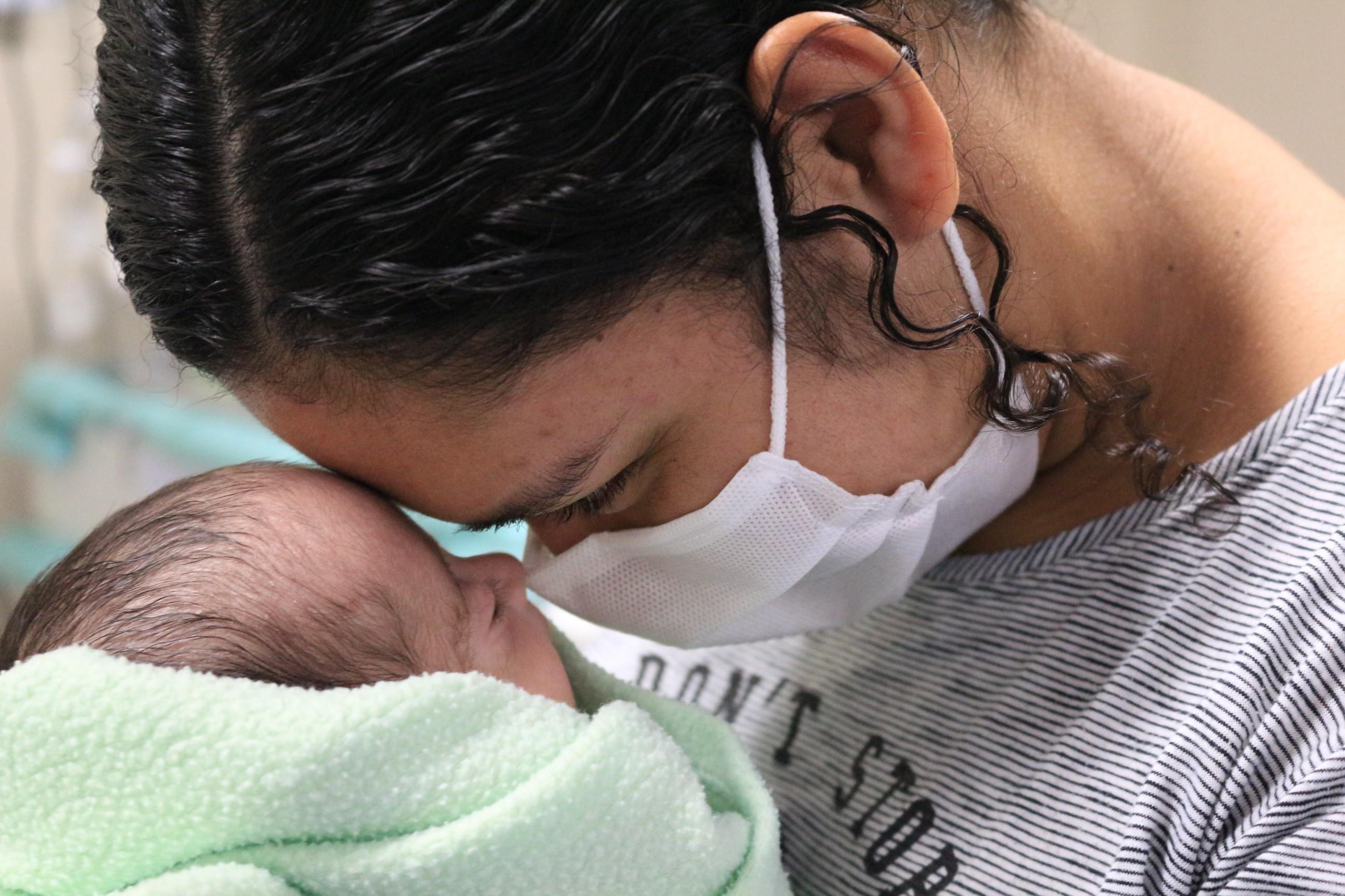 Bebê prematura recebe alta após mais de cem dias internada no Pará