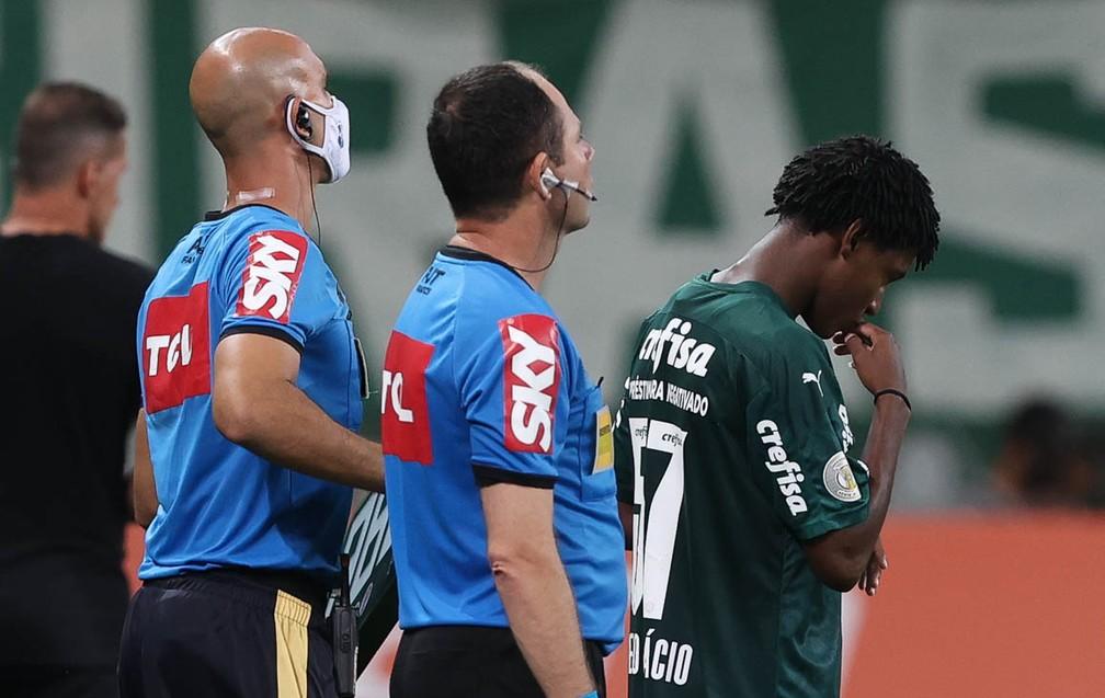 """Garoto de 18 anos que estreou pelo Palmeiras foi """"avisado"""" por Abel horas antes do Dérbi"""