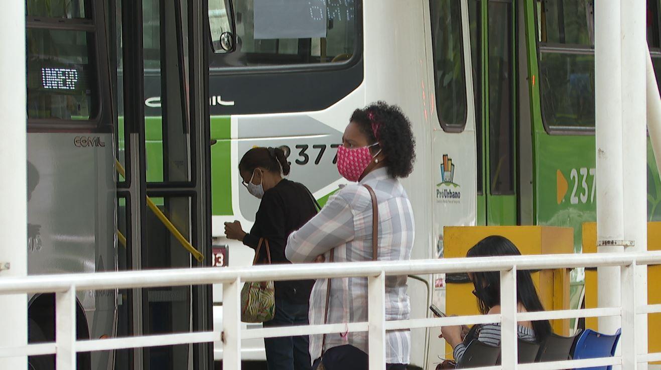 Transerp e Pró-Urbano têm 48 h para apresentar plano que evite aglomerações em ônibus