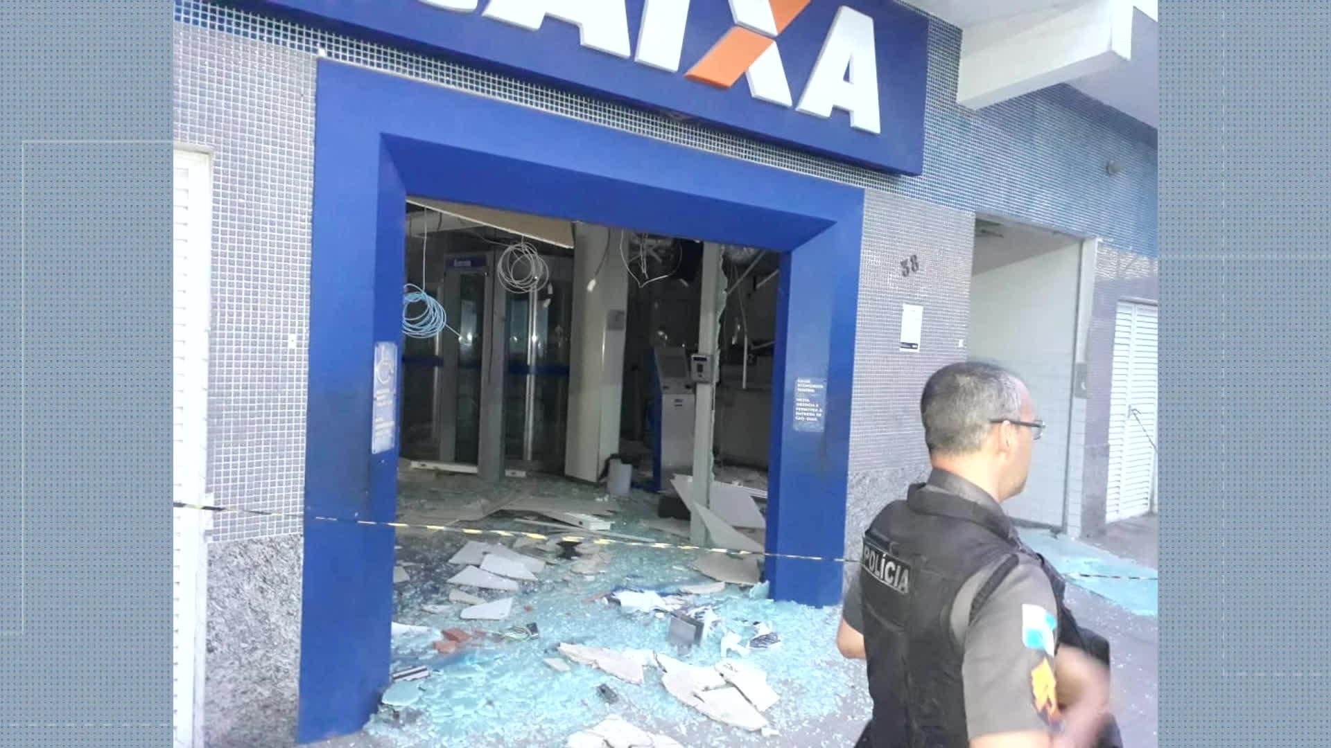 Criminosos explodem agência bancária em Japeri, na Baixada Fluminense