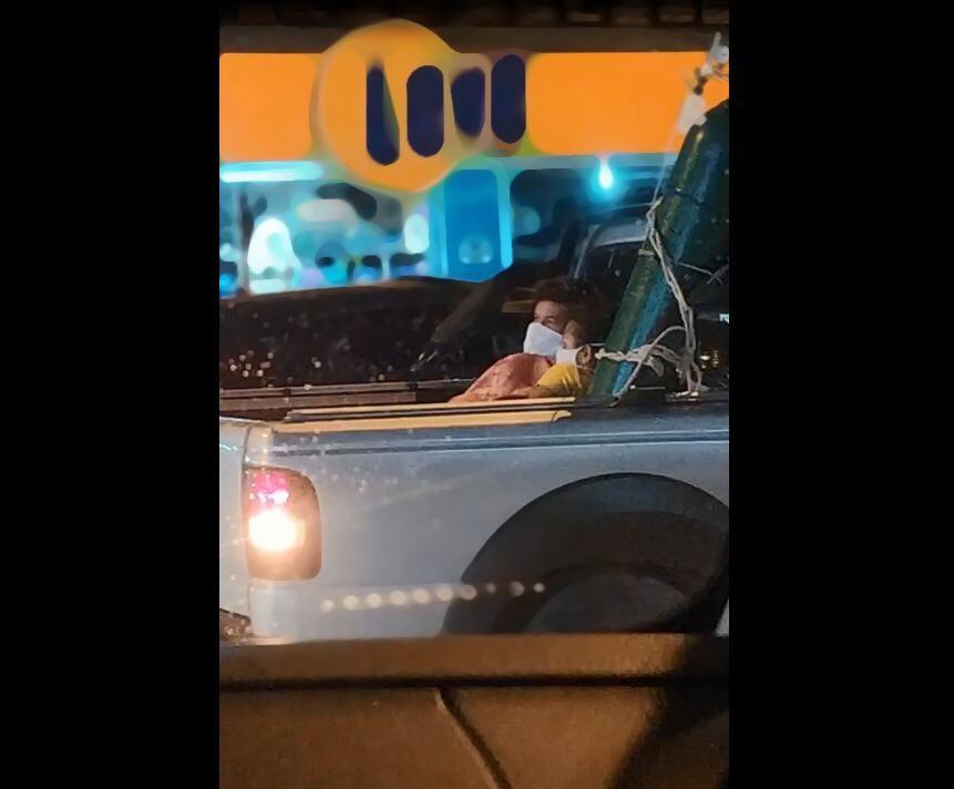 'Ninguém queira passar o que passamos', diz mulher de paciente com Covid-19 levado a hospital em caçamba de caminhonete em SC