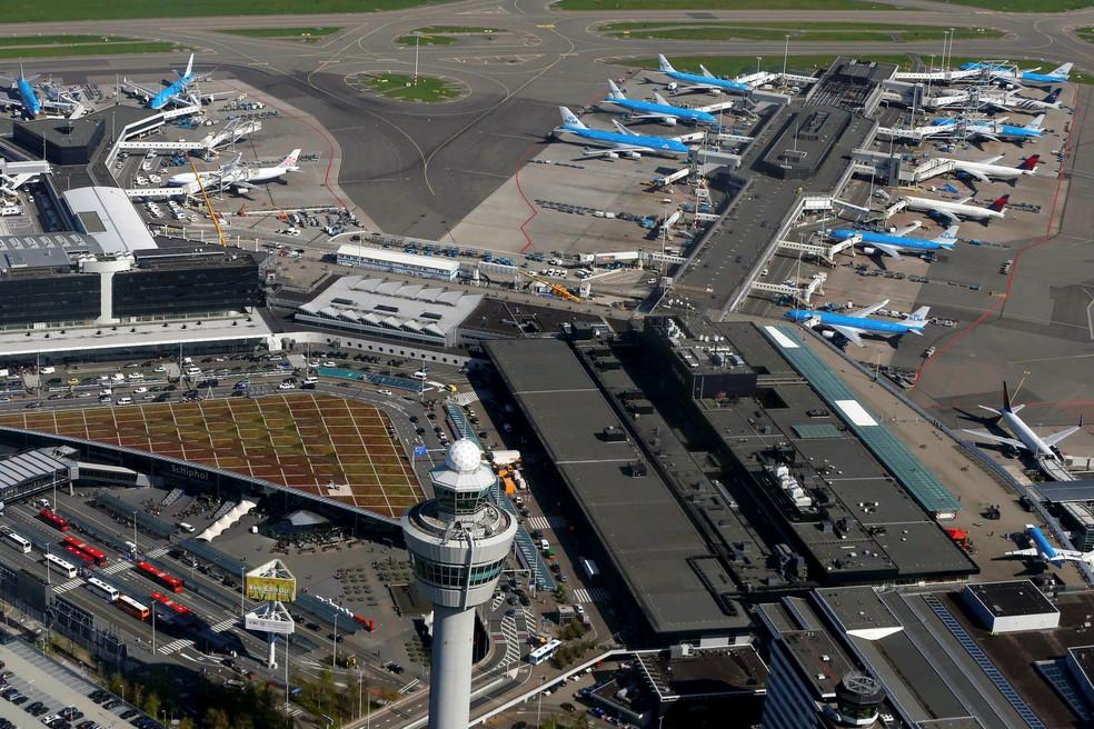 Aeroporto de Amesterdão cancela todos os voos por causa do mau tempo