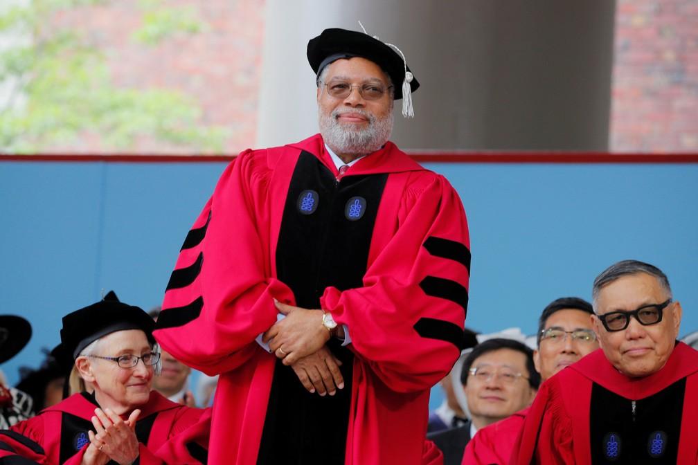 Lonnie Bunch recebe título honorário em Harvard, em maio de 2019 — Foto: Brian Snyder/Reuters