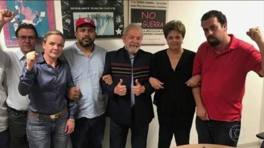 Lula passa a madrugada no sindicato dos metalúrgicos do ABC após ordem de prisão
