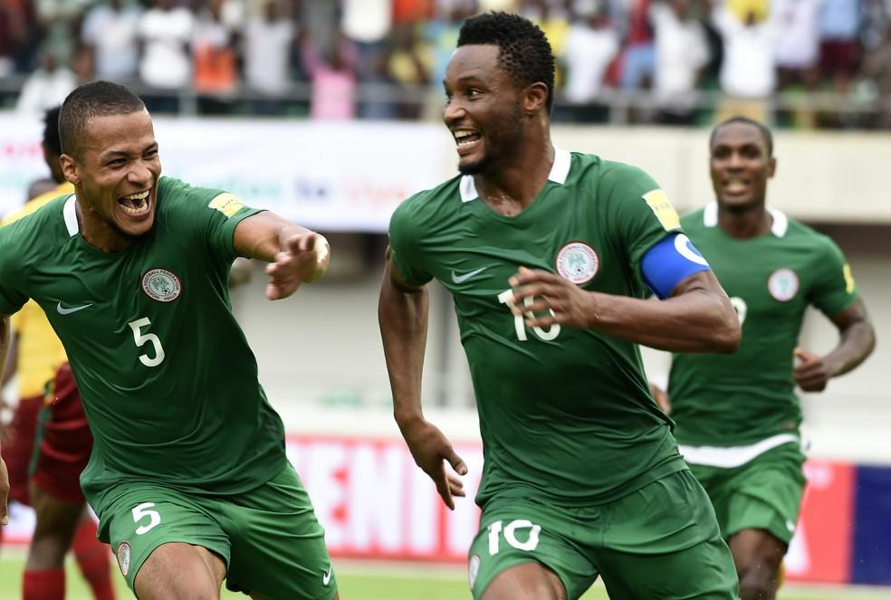 Nigéria de Obi Mikel só precisa de uma vitória sobre a Zâmbia, em casa, para se confirmar na Rússia (Foto: PIUS UTOMI EKPEI / AFP)