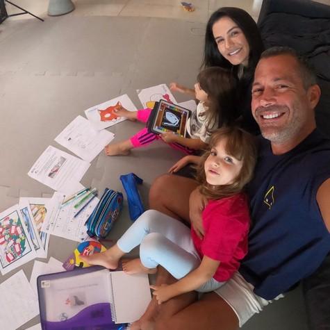 Malvino Salvador com a mulher, Kyra Gracie, e as filhas (Foto: Arquivo pessoal)