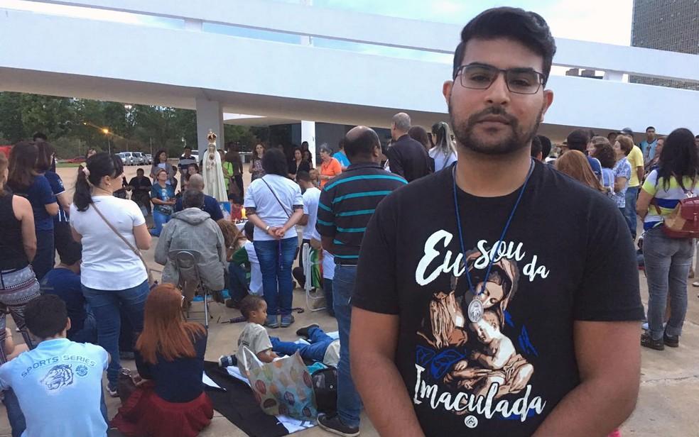 Flávio Souza foi um dos organizadores do ato de protesto contra exposição de arte em Brasília (Foto: Luiza Garonce/G1)
