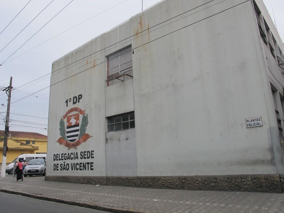Crime foi registrado na Delegacia Sede de São Vicente, SP (Foto: Jéssica Bitencourt/G1 Santos)