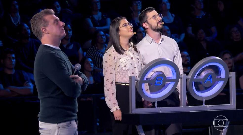 Aluna e professor faturam prêmio no The Wall — Foto: Globo