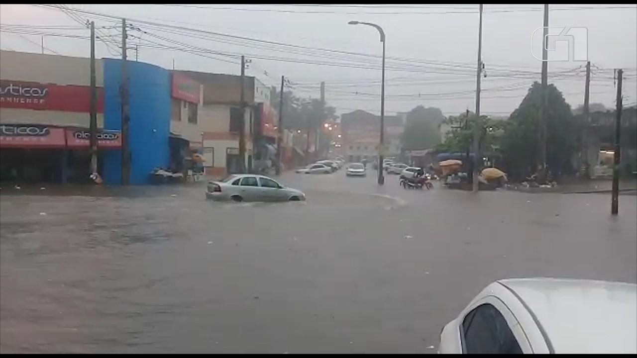Chuva causa estragos no Mercado Central